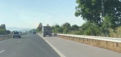 """Камион в аварийната лента на АМ """"Тракия"""""""