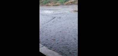 Наводнение заради отворен мръсен канал пред дома ми
