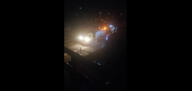Миене на улици в полунощ след и преди дъжд