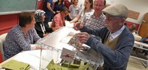 Арестуваха 10 чужденци - мними наблюдатели на изборите в Турция