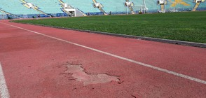 Дупки зеят по пистата на Националния стадион (ВИДЕО+СНИМКИ)