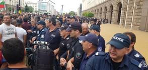 Протестиращите фермери опитаха да щурмуват сградата на МС (ВИДЕО+СНИМКИ)