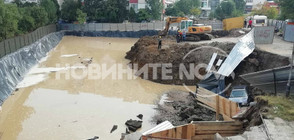 Кола пропадна в строителен изкоп в София (ВИДЕО+СНИМКИ)