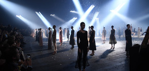 Манекенки в ефирни рокли откриха Седмицата на модата в Париж (ВИДЕО+СНИМКИ)