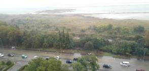 Порои наводниха сгради и улици в Югоизточна България (ВИДЕО)