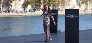 Анди Макдауъл се завръща на модния подиум (СНИМКИ)