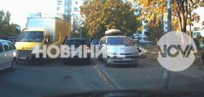 АГРЕСИЯ НА ПЪТЯ: Шофьор се нахвърли с юмруци върху мъж в София (ВИДЕО)