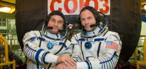 АВАРИЯ В КОСМОСА: Двама астронавти катапултираха, за да се спасят (ВИДЕО)