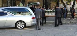 Близки и приятели се сбогуваха с журналистката Виктория Маринова (ВИДЕО+СНИМКИ)