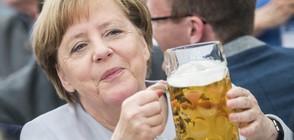 Меркел и Макрон пиха бира в бар в Брюксел (ВИДЕО)