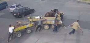 ОПАСНИ КАРУЦИ: Задържаха мъжете, причинили катастрофа в Хасково (ВИДЕО)