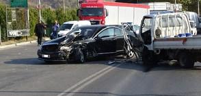 Челен удар между лек автомобил и камион затвори Е-79 (СНИМКИ)