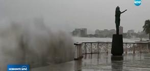 Мощен ураган достигна Мексико (ВИДЕО)
