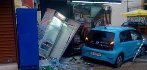 Кола се заби в павилион в центъра на София (ВИДЕО)