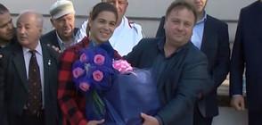Шампионката по борба Тайбе Юсеин се прибра в родния си дом (ВИДЕО)