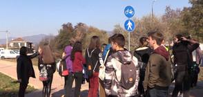 Деца на протест в Казанлък заради блъсната на пешеходна пътека съученичка