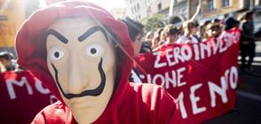 Хиляди ученици протестираха срещу правителството в Италия (СНИМКИ)