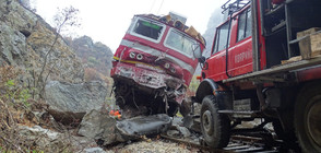 Започна разчистването на скалите от жп линията в Кресна (ВИДЕО+СНИМКИ)