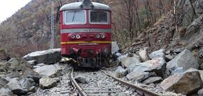 Изтеглиха локомотива, който дерайлира в Кресненското дефиле