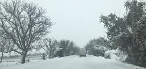 Автобус се обърна на заледен участък на пътя Русе - Бяла