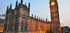 Въоръжен мъж влезе в британския парламент