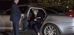 Тереза Мей оцеля при вот на доверие в собствената й партия