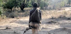 """""""Без багаж"""" на лов с последните ловци в саваната на Танзания"""