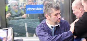 Изхвърлиха двама депутати от държавната телевизия в Унгария (ВИДЕО)