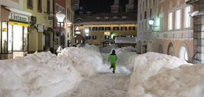 Армията чисти сняг в германско градче (ВИДЕО)