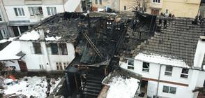 Пожар изпепели три старинни къщи в Габрово (ВИДЕО+СНИМКИ)
