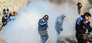 Ранени полицаи и цивилни при антиправителствен протест в Албания (СНИМКИ)