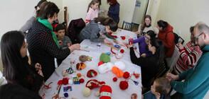Деца и родители изработват мартеници в Етнографския музей в София