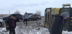 Буреносен вятър преобръща камионите по пътищата на Балканите (ВИДЕО)