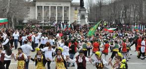 """Стотици граждани препълниха площад """"Свобода"""" в Хасково за 3 март"""