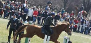 На Тодоровден конни полицаи от СДВР показаха майсторска езда (СНИМКИ)