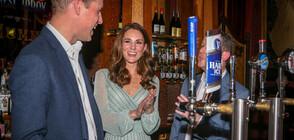 Принц Уилям показа завидни умения при наливането на бира
