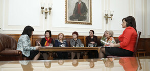 Караянчева и Дариткова се срещнаха със здравни служители в парламента
