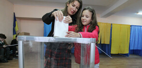 КЛЮЧОВ ВОТ: Украйна гласува за президент (ВИДЕО)