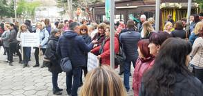 Медицински сестри от Сливен протестираха в Деня на здравния работник