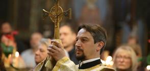 """На Велики четвъртък: Празнична литургия в храма """"Света Неделя"""" (СНИМКИ)"""