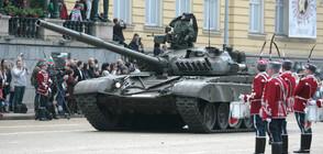 """Военна техника пристигна на летище """"Доброславци"""", стои там до парада на 6 май"""