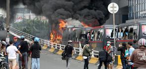 6 загинали и над 200 ранени след протести в Индонезия