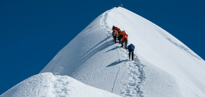Още трима алпинисти загинаха на Еверест заради задръстване (СНИМКА)