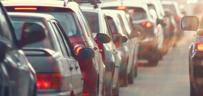 Трафикът в последния почивен ден остава интензивен