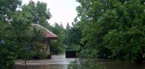 """От """"Моята новина"""": Наводнения след порои на много места в страната (ВИДЕО)"""