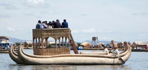 Индианци от Боливия строят тръстикова лодка край Варна