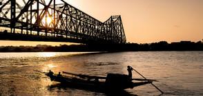 Индийски маг изчезна в река след номер като на Худини