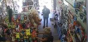 """""""Дръжте крадеца"""": Туристка открадна портмоне от детски магазин в """"Слънчев бряг"""""""