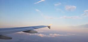 Нигериец се покатери върху самолет в движение (ВИДЕО)