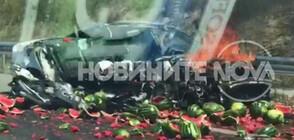"Кола и камион се удариха, дини се изсипаха по магистрала ""Марица"" (ВИДЕО)"